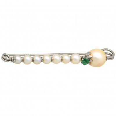 Gold brooch with emerald and pearls
