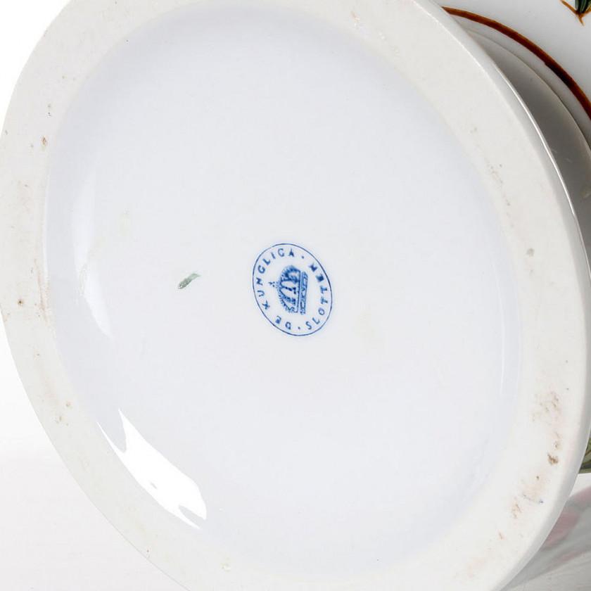 Porcelāna puķu pods