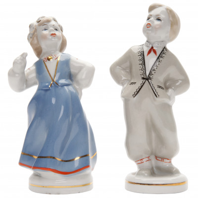 "A pair of porcelain figures ""Folk dance"""