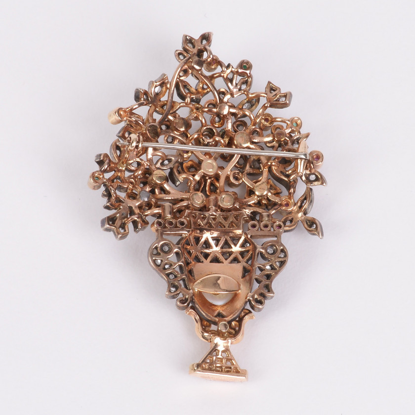 Gold brooch with precious stones and a pearl