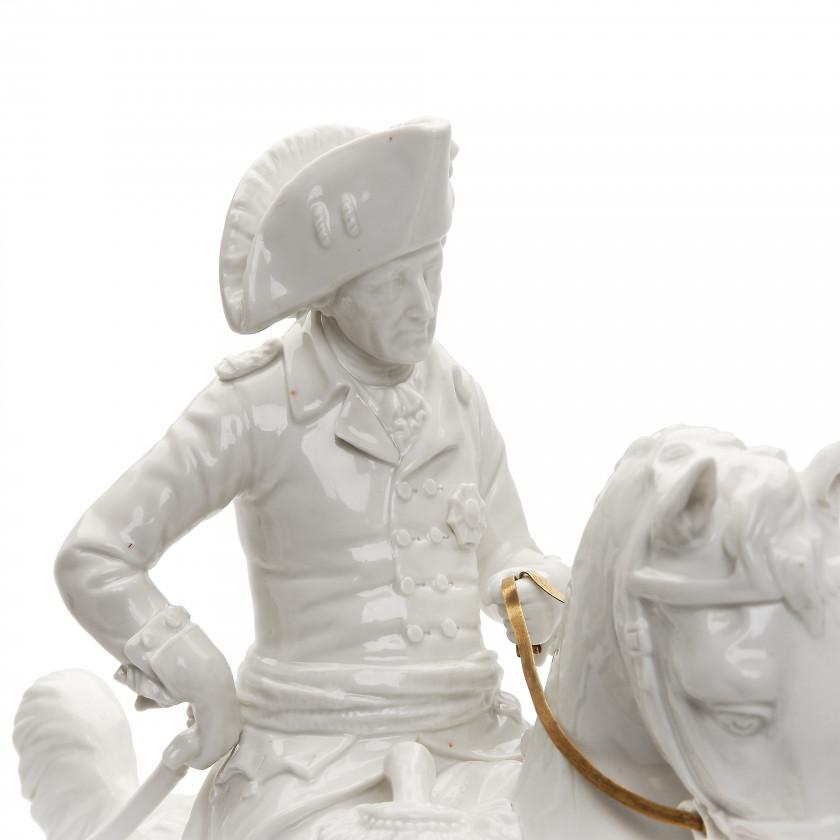 """Фарфоровая фигура """"Фридрих II (Старый Фриц) на коне"""""""