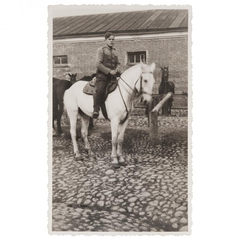 """Фотография """"Солдат Латвийской армии на лошади"""""""
