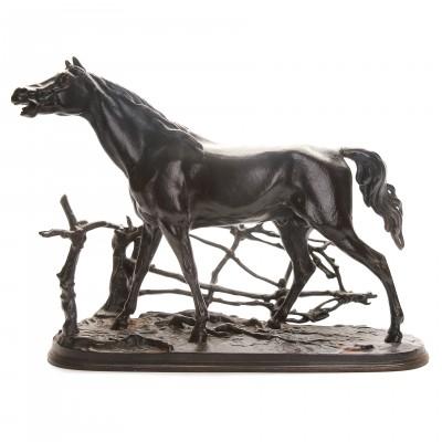 """Скульптура """"Конь в изгороди"""""""