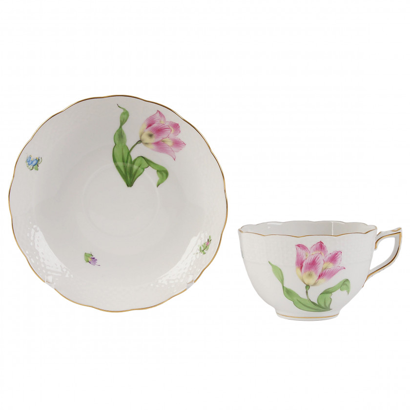 Фарфоровая чайная чашечка с блюдцем