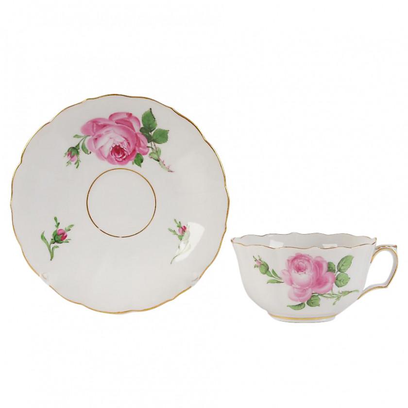 Porcelāna tējas tasīte ar apakštasīti