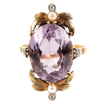 Gold ring with amethyst, diamonds and pearls