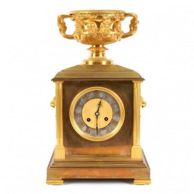 """Bronzas pulkstenis ar """"Varviķu vāzi"""""""