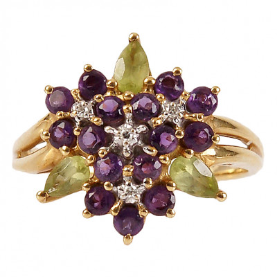 Gold ring with amethysts, diamonds and perido...