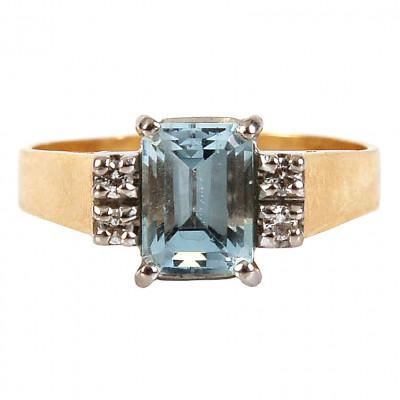 Gold ring with aquamarine and diamonds