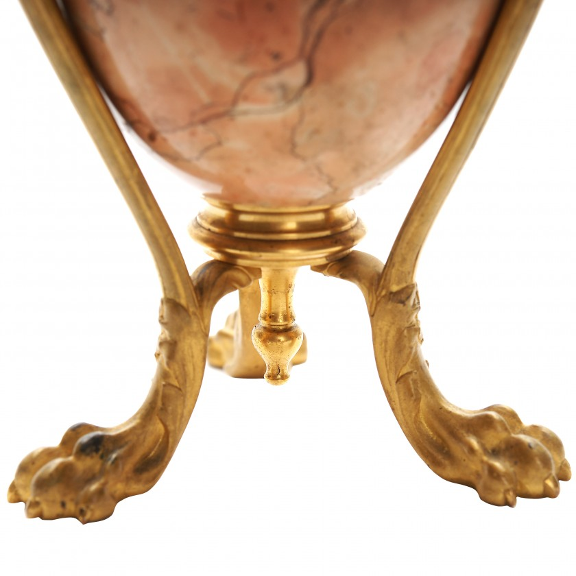 Decorative marble vase with bronze elements