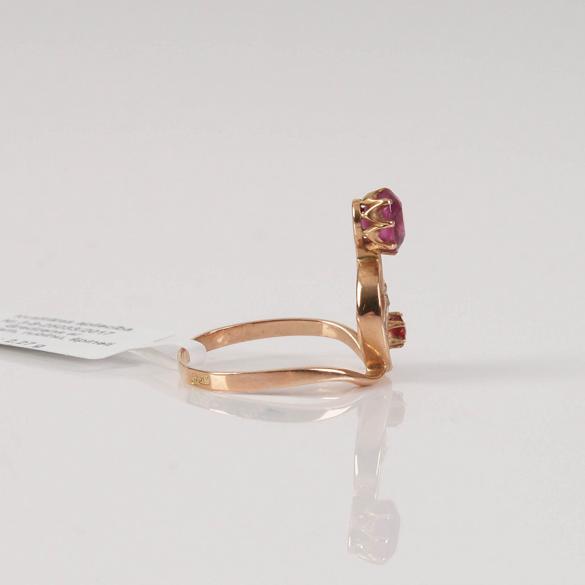 Gold ring with diamonds, ruby and spinel