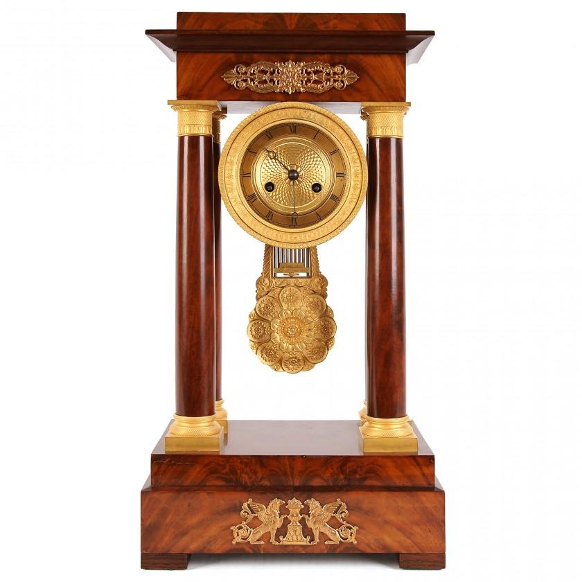Sarkankoka kamīna pulkstenis