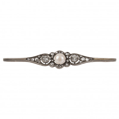 Gold brooch with a pearl and diamonds