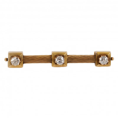Gold brooch with diamonds
