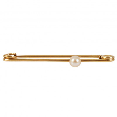Gold pin with a pearl