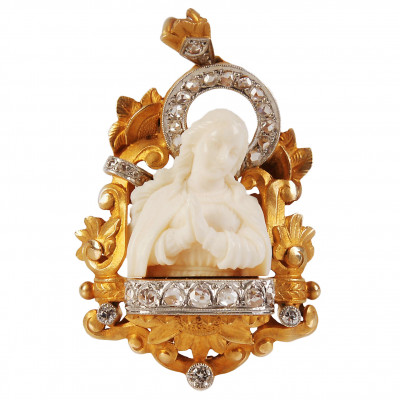 Gold pendant with ivory and diamonds