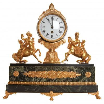 Bronzas kamīna pulkstenis ar marmoru