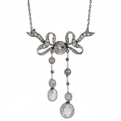 Platinum necklace with diamonds