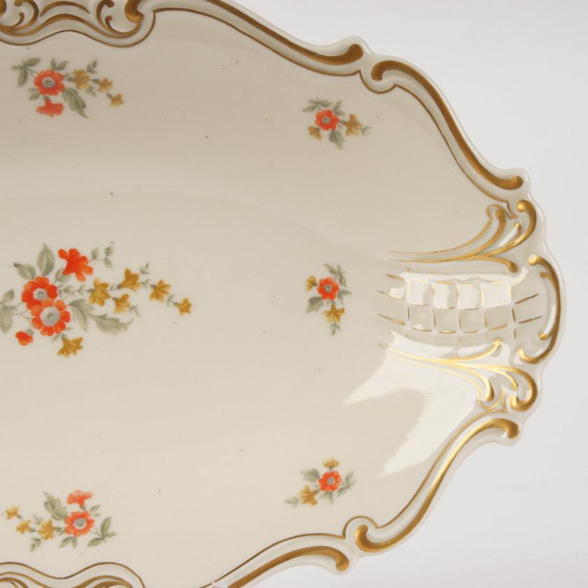 Porcelain dish with floral ornament