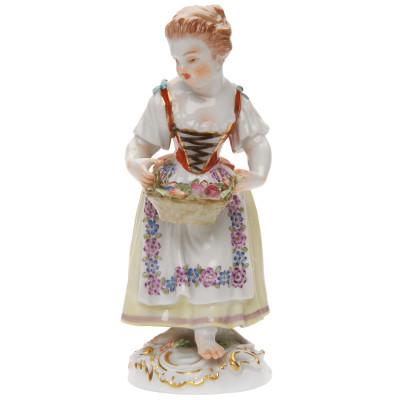 """Porcelāna figūra """"Dārzniece ar ziedu grozu"""""""