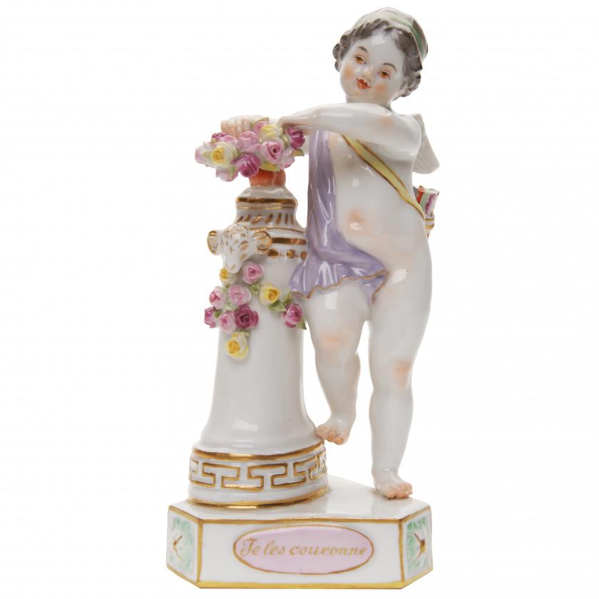 """Porcelain figure """"Je les couronne - I crown them"""""""
