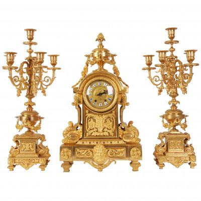 Bronzas kamīna pulkstenis ar svečturiem
