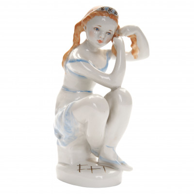 "Porcelain figure ""Before performance"""