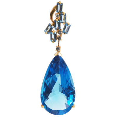 Gold pendant with topaz and diamond