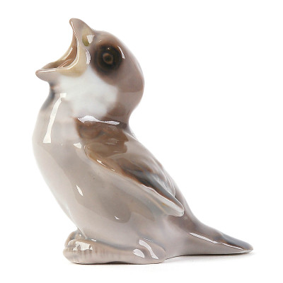 "Porcelain figure ""Sparrow - Fledgling"""