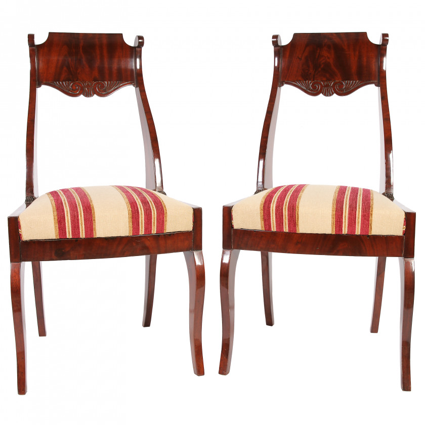 A pair of chairs