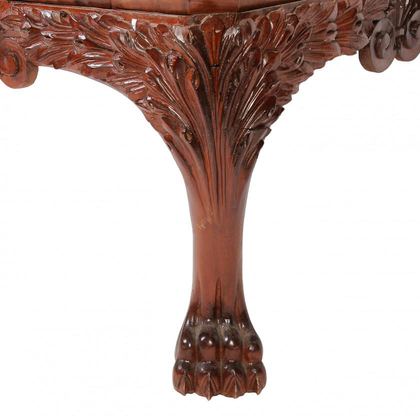Bureau of mahogany