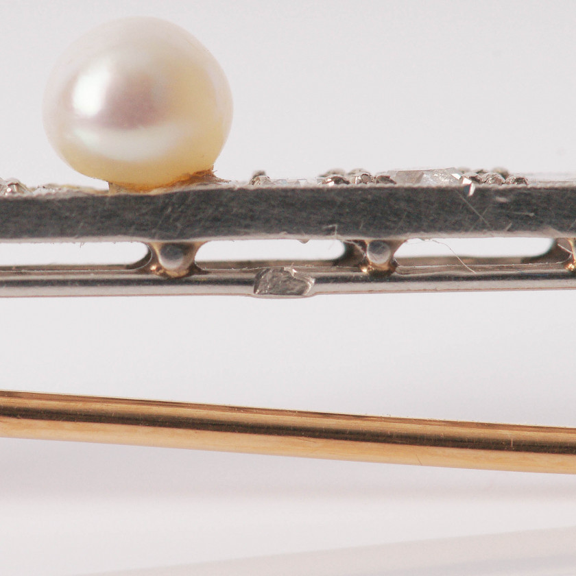 Gold brooch with diamonds and pearls