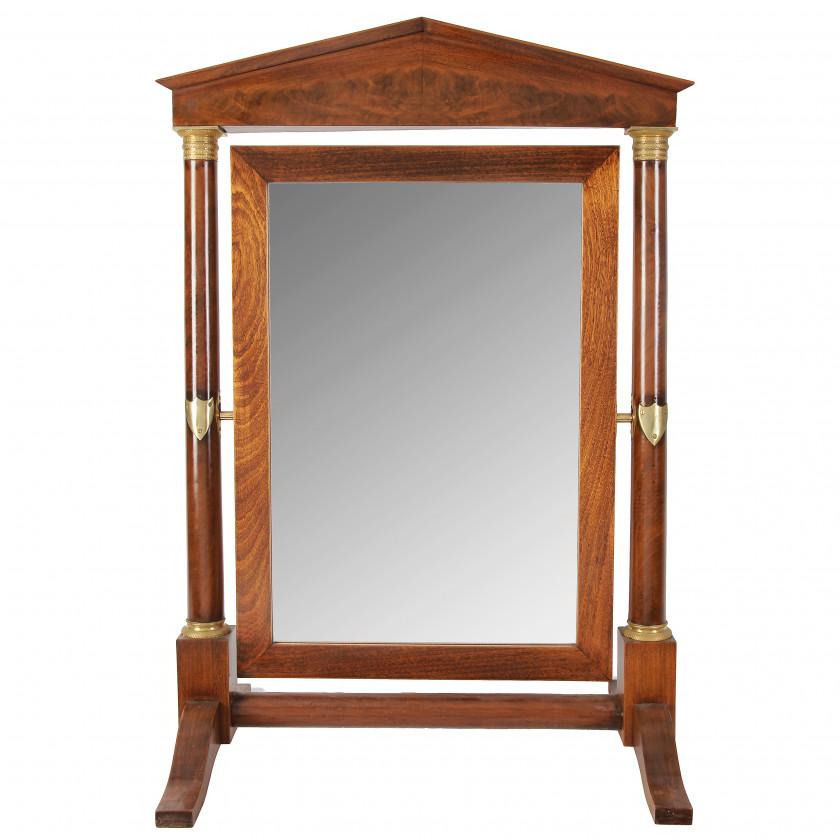 Grīdas spogulis ampīra stilā