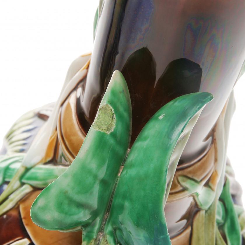 Фаянсовая ваза в стиле Арт Нуво