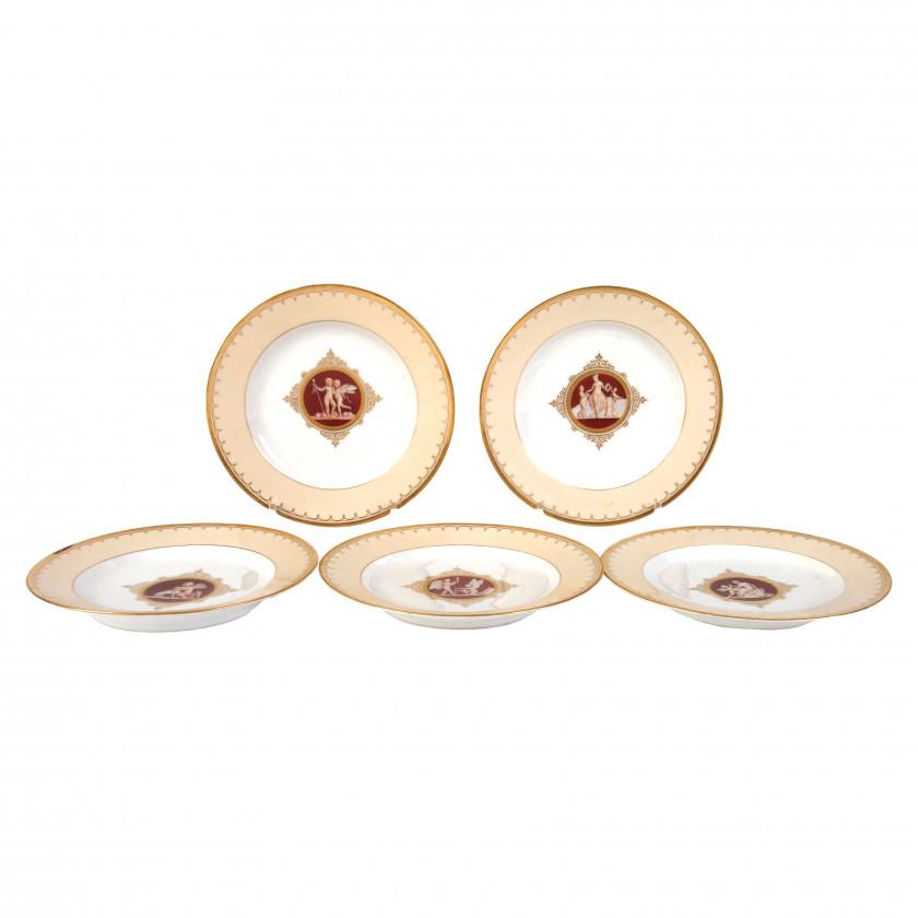 Комплект из пяти декоративных тарелок