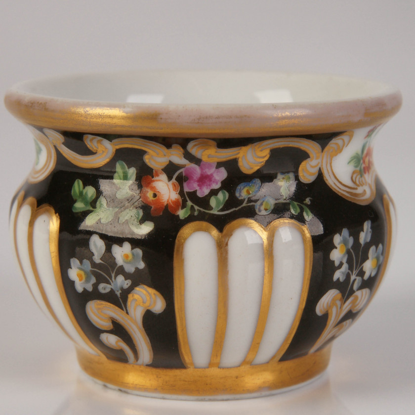 Porcelain salt cellar