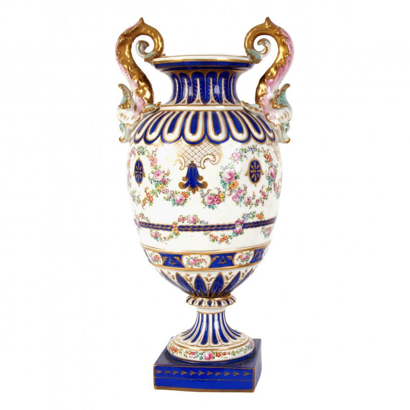 Декоративная фарфоровая ваза