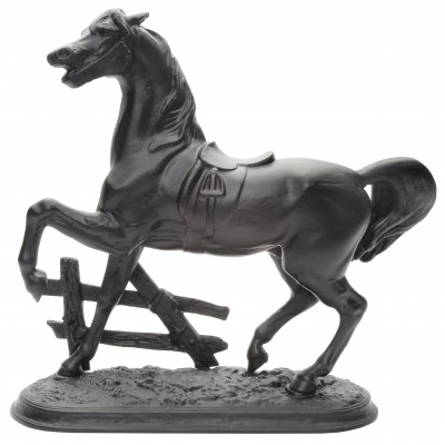 """Скульптура """"Конь у изгороди"""""""