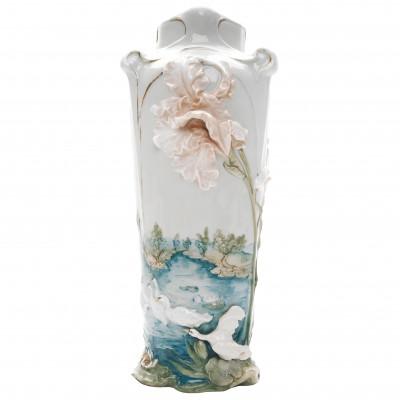 Фарфоровая ваза в стиле Ар-Нуво