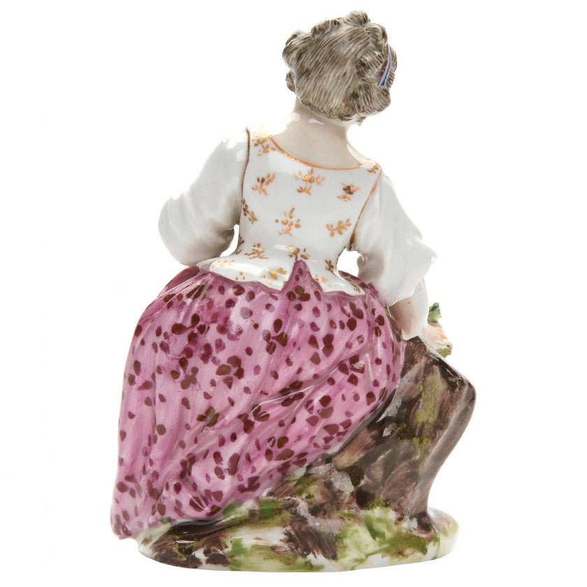 "Porcelain figure ""Girl with flower garland"""