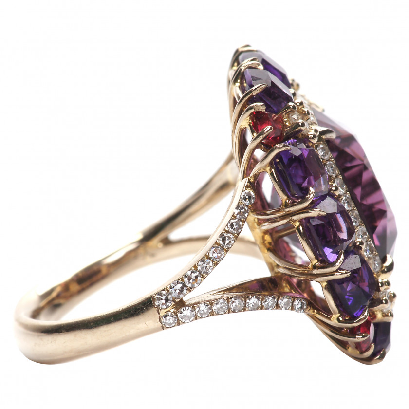 Gold ring with spinel, amethysts and diamonds