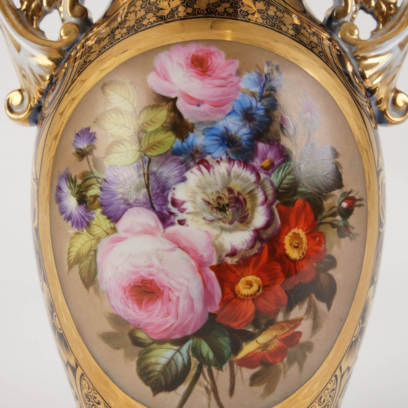 Large porcelain decorative vase