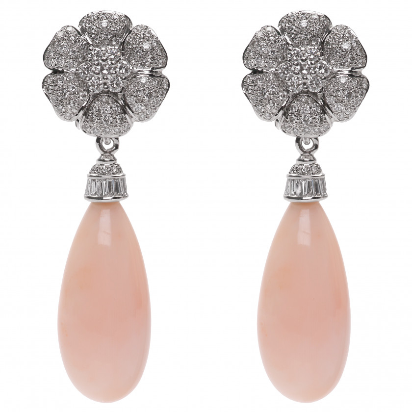 Gold earrings with corals and diamonds