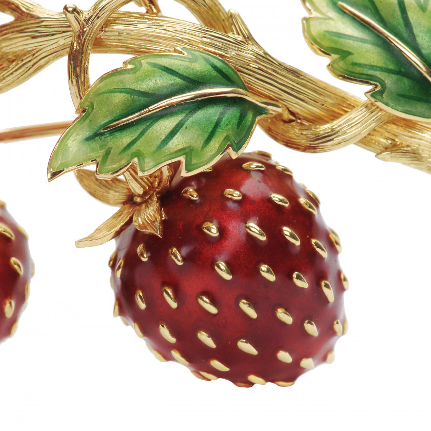 "Gold brooch with diamonds ""Strawberry"""