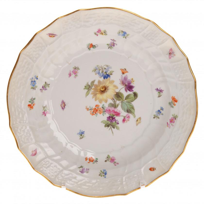 Фарфоровая суповая тарелка