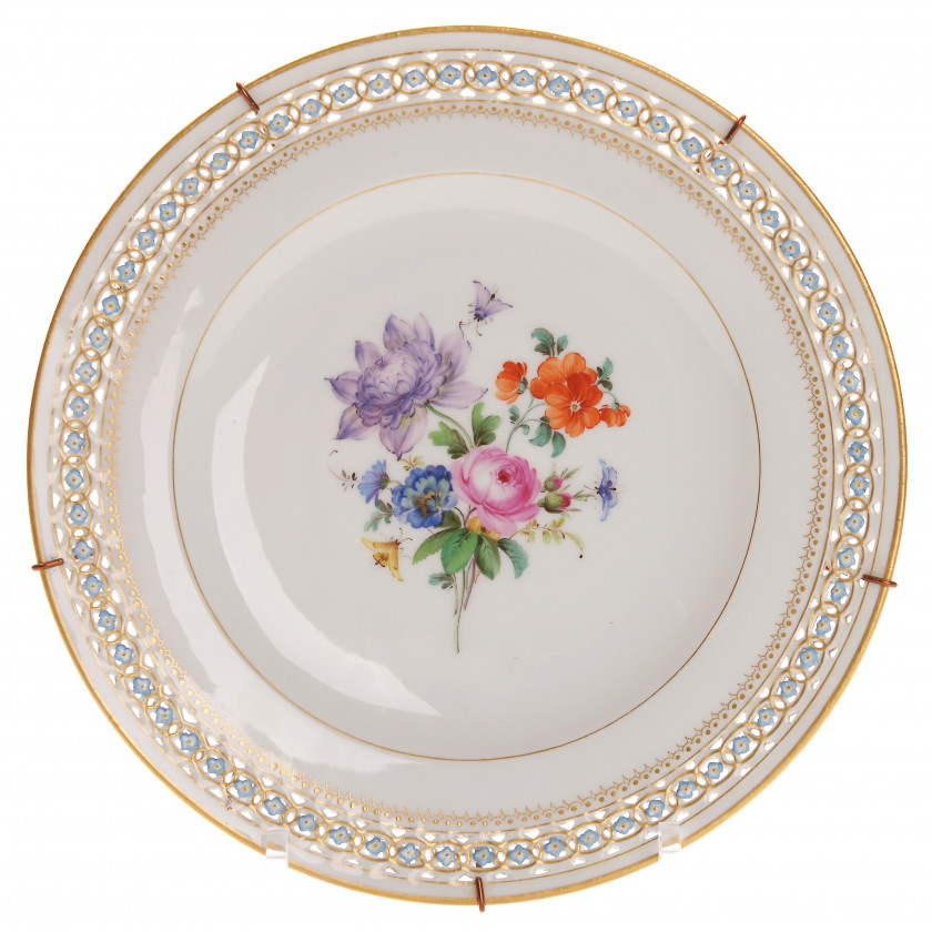 Porcelain decorative plate