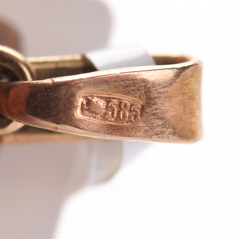 Gold pendant with diamonds and enamel