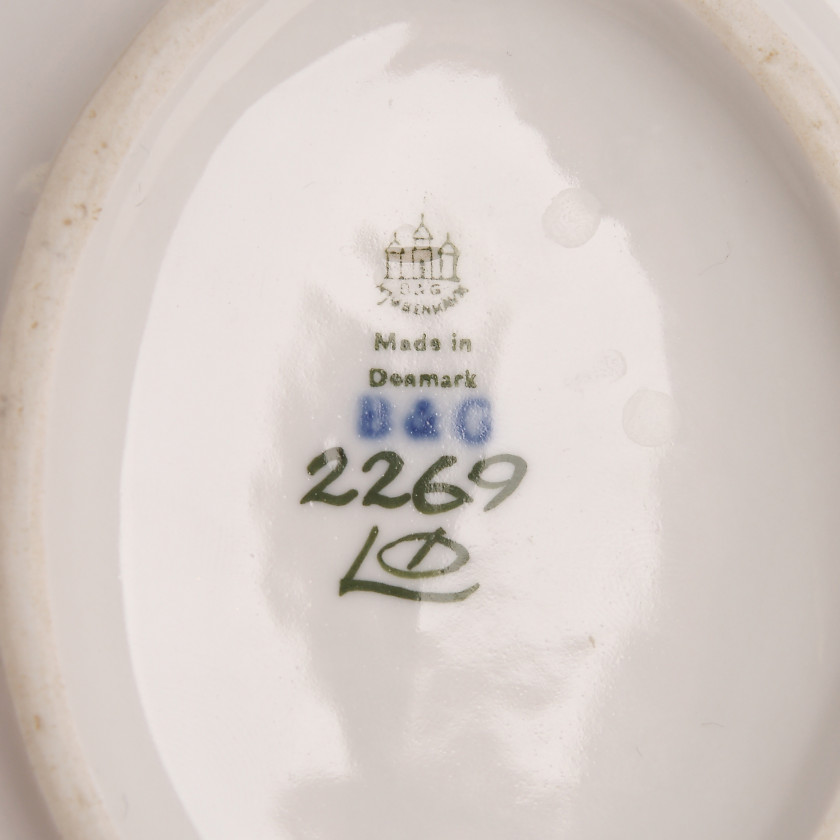 "Porcelain dish ""Two fishes and a crab"""