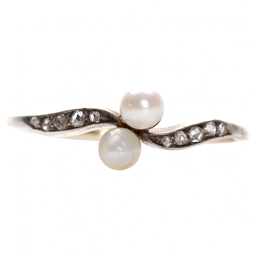 Gold ring with pearls and diamonds
