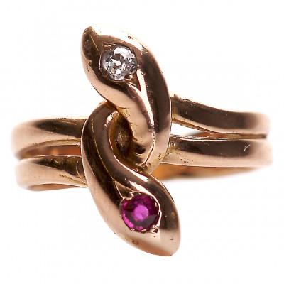 Zelta gredzens ar dimantu un rubīnu